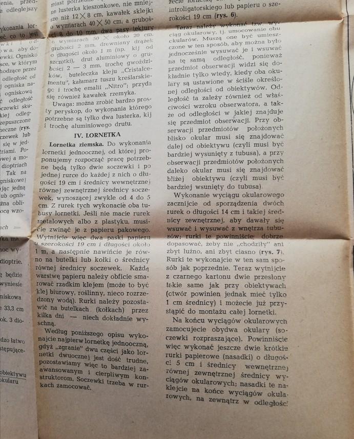 """Zdjęcie przedstawia stronę z książki. Znajduje się na niej czarny tekst między innymi: """"Lornetka ziemska. Do wykonania lornetki jednoocznej, od której proponujemy rozpocząć pracę potrzebne będą tylko dwie soczewki i po jednej rurce do każdego z nich o długości 19 cm i średnicy wewnętrznej równej zewnętrznej średnicy soczewek, wynoszącej zwykle od 4 do 5 cm. Z rurek tych wykonacie oba tubusy lornetki. Jeśli nie macie rurek metalowych albo z plastiku musicie zwinąć je z papieru pakowanego…"""""""